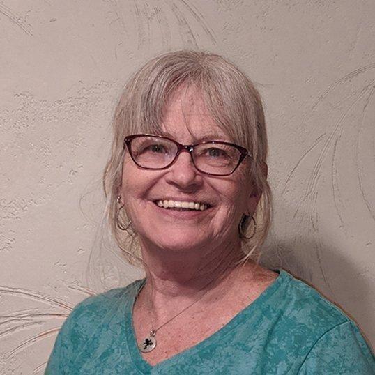 Lenora Degen headshot